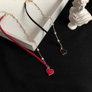 الأزياء الحب شكل الترقوة سلسلة الأحمر غير المتماثلة شخصية قلادة للنساء أنيقة سحر قفل المختنق فتاة حفلة موسيقية الملحقات المختنقون