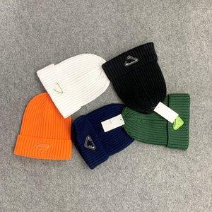 Designer Cappelli Cappelli Mens Luxurys Womens Secchio Inverno Cappello Inverno Berryies Beanie per uomo Berretto da baseball con lettere BRANDS Nero