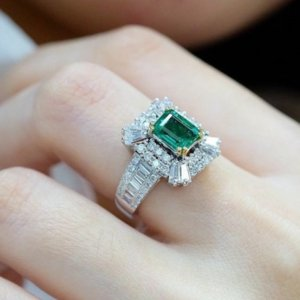 Women's Fashion Jewelry Authentic 925 Sterling Silver Rings Emerald Zircon Oval Wedding Ring With Gift Box ZR1187