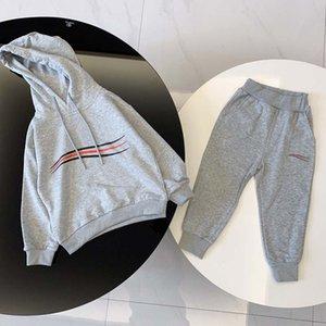Мода детская одежда комплекты трексуита 2 шт. Костюмы дети мальчик девушка с длинным рукавом свитер с капюшоном классическая буква топ + брюки наряда осенью 5 стилей