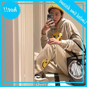 Zhou Yutong 21 Nueva espuma sonriente cara de cara impresión corta suéter y pantalones Set GX2389