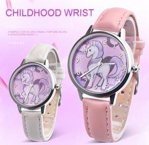 50 adet Güzel Gökkuşağı Unicorn Kız Öğrenciler Deri Saatler Güzel Karikatür Basit Tasarım Toptan Çocuk Çocuk Spor Kuvars Hediye Kol Saatler