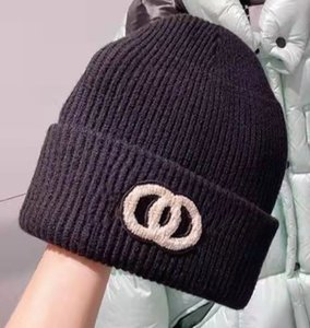 luxurys designers Winter hat Mountaineering beanie Men's and women's fashion cap snow knitted wool warm caps lovers Designer Hats beanies 2 style