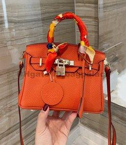 Women Luxurys Designers Bags Totes Genuine Leather 20CM High Quality Clutch Ladies Shoulder Crossbody Package Black Girl Fashion Handbags Vintage Classic 2021