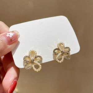 Dangle & Chandelier 2021 Fashion Hollow Flowers Modelling Drop Earrings Contracted Fresh Sweet Pearl Temperament Women Jewelry