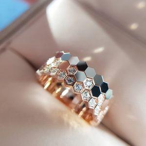 Song Huiqiao Design Spécial Design Special-Intérêts Light Luxe Nialcomb Anneau en nid d'abeille Style Froid Style Sous Internet Célébrité Placée 18K Rose Gold Strap Diam