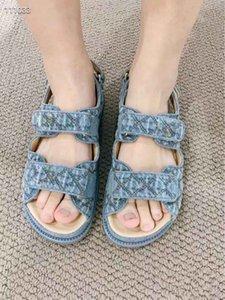 2021 Mode Femme Cuir souple Sandales plates Filles Casual Street Strap Flats Bureau Lady Outdoor Beach Denims Chaussures Noir Blue Blue Jean Toile Sandal Taille 40 38 39 # C25