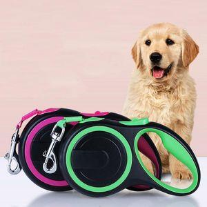 دائم النايلون الكلب المشي المقود يؤدي سحب حيوان أليف طويل قوي للكلاب الكبيرة التلقائي تمديد الأزياء الكبيرة / الصغيرة حبل المقاود