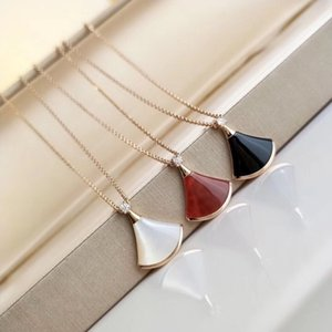Seiko 18K gold skirt white shell fan natural agate pendant necklace female collarbone chain