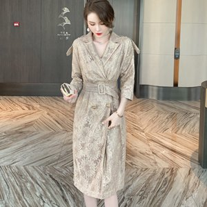 Blends Kiesza Lyte Mode élégant Robe Midi Gold Brodée Brodée dans les vêtements royaux de fête des dames