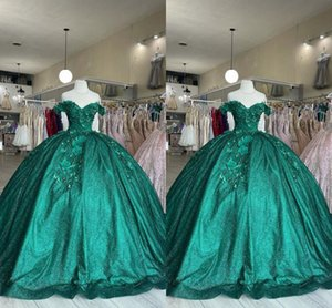 2022 Perfect Pearls Quinceanera Dresses Flowers Floral Applique Emerald Green Glitter Tulle Off The Shoulder Short Sleeves Sweet 16 Dress Ball Gowns