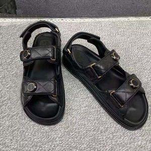 2021 роскошный дизайнер женские сандалии кристалл теленок кожа классический стеганый платформа мода повседневная обувь размер