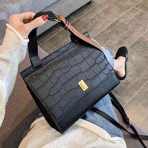 Designer Fashion Female Square Bag New Quality PU Leather Women Bag Crocodile Pattern Tote Bag Lock Shoulder Messenger Bags C0326