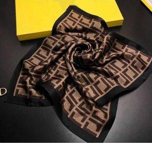 2021 Top designer mulher lenço de seda moda letra headband marca pequeno lenço variável acessórios de acessórios de headscarf presente