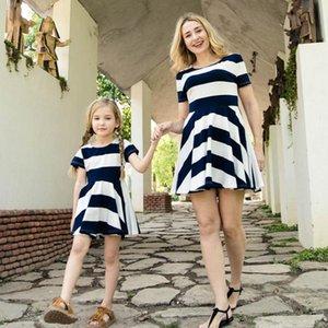 Familie Matching Outfits Mutter Tochter Kleid Kinder Kleidung Mode Mama und Kinder sehen Streifen Baby Mädchen Kleidung DS070 Casual Kleider