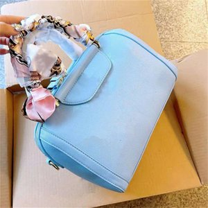 All-match ladies bags luxury quality classic style pillow bag handbag shoulder handbags free silk scarf exquisite workmanship There are three colors to choose from.