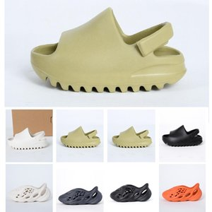 2021 Детская обувь Мальчик Девушка Молодежные детские Сандалии Kanye West Slide Мода Пустыня Песч Пляж Тапочка Пена Бегун Сандал