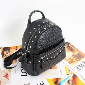 Açık Eğlence Bayan Seyahat Çantaları Moda Sırt Çantası Perçin Katı Renk Timsah Desen Tasarım Hakiki Deri Bayan Sırt Çantaları