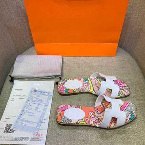 С коробкой! Женщина высококачественная тапочка кожаная плоская обувь мода слайды скольжения резиновые сандалии обувь женщин сандалии леди пляжные тапочки размером: 34-40