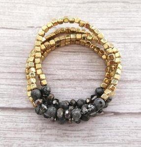 4 шт. / Набор золотых заполненных блоков Стеклянные натуральные каменные браслеты из бисера набор женщин смешанные квадратные бисеры растягивающиеся браслеты ювелирные изделия WJL4084