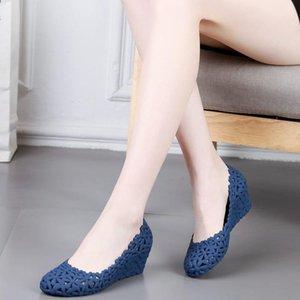 Сандалии женщины летом дышащие полые повседневные каучуки на высоком каблуке неглубокая крышка клинья цветочные желе обувь