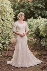 2021 Classic Lace Modest Wedding Dresses With Half Sleeves Buttons Back Country Western Gowns LDS Bride Dress Sleeved Custom