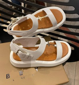2021 LONDON ENGLAND Italy woman slippers Oran Oasis Stripes Dway Fashion beach shoes outdoor travel Tory slip bag sandal Slipper summer A2