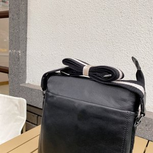 unisex briefcases 2021 fashion women and men new shoulder bags crossbody-bags High-quality solid Leather Famous Luxury size 26*27*5cm