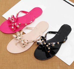 2021 Женщина Летние Сандалии Заклепки Big Bowknot Flip Plops Beach Sandalias Femininas Flat Jelly Designer Обувь