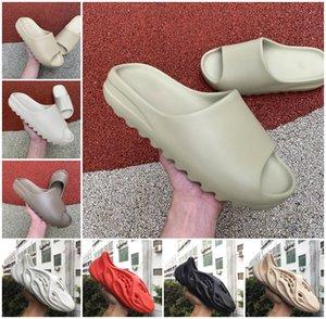 2021 kanye sandálias sapatos de alta qualidade corredor de espuma triplo preto branco corrediça vermelho deserto resina deserto areia terra marrom homens mulheres chinelo sapatilhas