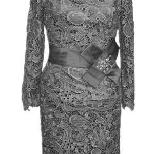 New Sheath Modest Short Lace Mother of the Bride Dresses Gray Knee Length Women Long Sleeve Party Cocktail Gowns Crystal Sash Vintage