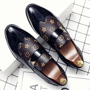 PU Leather Stitching Trend Men Leofaux Shoes Comfortable One Foot Carved Suit Versatile Low Heel Pointed Metal Buckle Decoration Casual British Style DH021-1