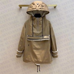Lamb Wool Women Designer Hooded Jackets Coats Fashion Warm Outerwear Embroidery Bee Windbreaker Jacket Womens Clothing