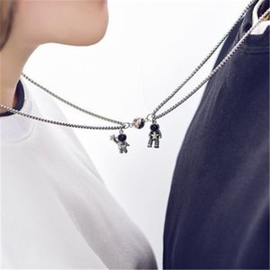Pendant Tiktok: Lovers' Necklace Trembling with the Same Pair of Magnet Pendants Ie Lovers Lovers Gift