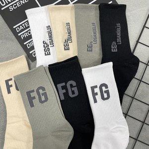 Retro Letter Unisex Sport Socks 8 Patterns Breathable Charm Skateboard Sock Indoor Outdoor Men Women Cotton Hosiery