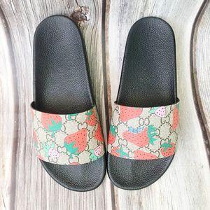 2021 мужские женские летние сандалии пляж слайд домашние тапочки дамы плоские ползунки модные туфли печатать кожаные резиновые цветы пчелы стрелка клубника