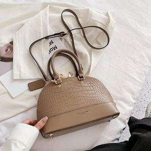 Luxurys Designers Bags Женская сумка 2021 Новый европейский и американский модный каменный узор Портативный оболочкой Сумка Ретро Интернет Горячая текстура