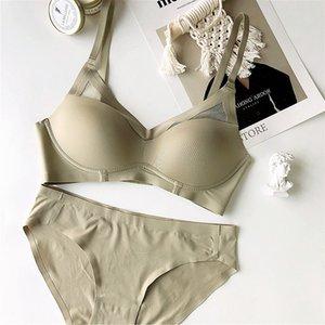 WRIUFRED Nahtlose Sammeln von Dessous Set Drahtfreie einfache Unterwäsche Set Sexy Basic Triangle Cup BH BH Plus Size Bralette und KURZ 210322