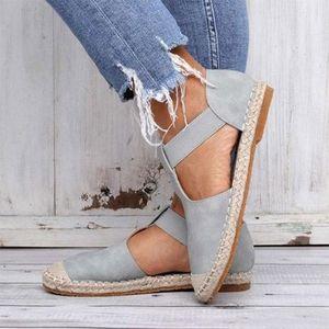 Diseño de moda de gran tamaño para la mujer Toe cubiertas de sandalias planas Strap Strap Shoes de mujer Outlet de fábrica