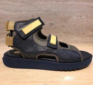 Женская кожаная плоская сандал для сандалии моды дизайнер леди петли для крюка холст ремешок письмо напечатана мягкая резиновая подошва