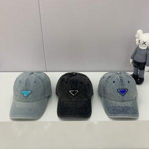 럭셔리 2021 패션 디자이너 야구 모자 클래식 트라이앵글 삼각형 모자 암소 가죽 마이크로 라벨 기질 중얼 거리는 남성과 여성을위한 조절 가능한 크기
