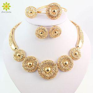 Mujeres de la vendimia Clear Crystal Hollow Patterns 18 K chapado en oro africano Dubai nupcial traje de boda Conjuntos de joyería