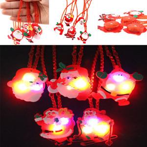 Nuevo LED Luz de Navidad hasta parpadear collar niños niños brillan Cartoon Santa Claus colgante fiesta de Navidad decoraciones del vestido WX9-156