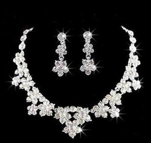 Düğün Takı Shining Yeni Ucuz 2 Takım Rhinestone Gelin Mücevherat Aksesuarları Kristaller Kolye ve Küpe için Balo Pageant Parti
