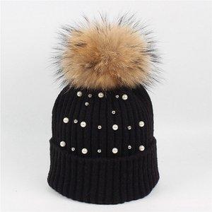 Alta calidad Bling diamante sombrero señora 15 cm bola de pelo de mapache gorra de punto marea abrigo de invierno de piel de perla abrigo invierno cálido sombrero venta al por mayor