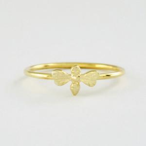 أزياء عسل النحل خواتم الصلبة 18K الذهب والمجوهرات خواتم سبائك الزنك المواد امرأة جميلة في حلقة مزيج حلقات اللون