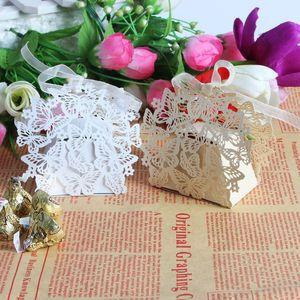 جهاز كمبيوتر شخصى 50 الليزر قطع بيضاء وبيج فراشة الزفاف مربع الحلوى في ورقة بيرليسسينت ، حفل زفاف هدية مربع الشوكولاته