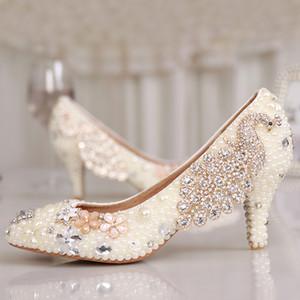 حفل التخرج المرأة هريرة كعب أحذية اللؤلؤ الأبيض الزفاف الفاخرة الملونة الكريستال أحذية حجر الراين مضخات أحذية حفلة موسيقية الأحذية