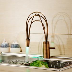 All'ingrosso e al minuto LED Light Brass Kitchen Sink Faucet Leva singola Rubinetti monoforo Ottone Deck Mount