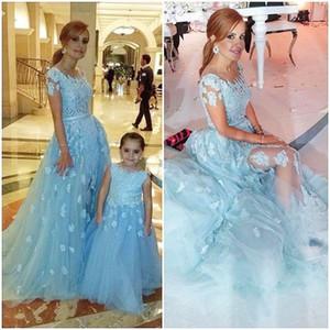 Lindo vestido de niña de las flores azul cielo escarpado apliques de encaje una línea de tul longitud del piso Kid Pegés vestidos de niña formal fiesta